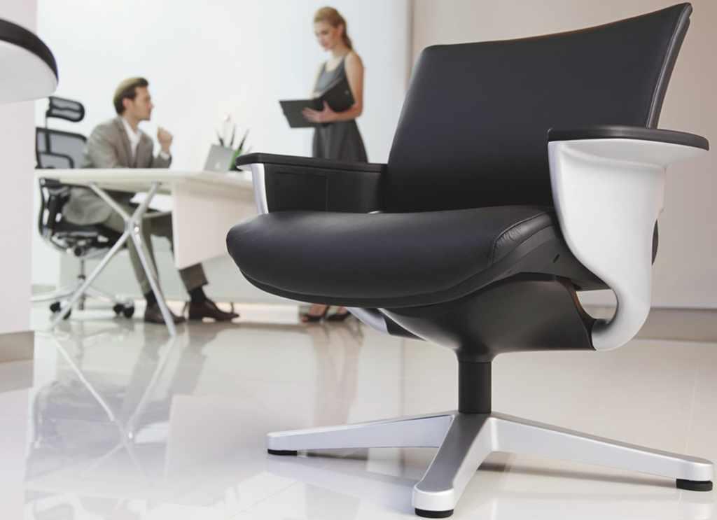 Кожаное кресло реклайнер NUVEM для конференц залов